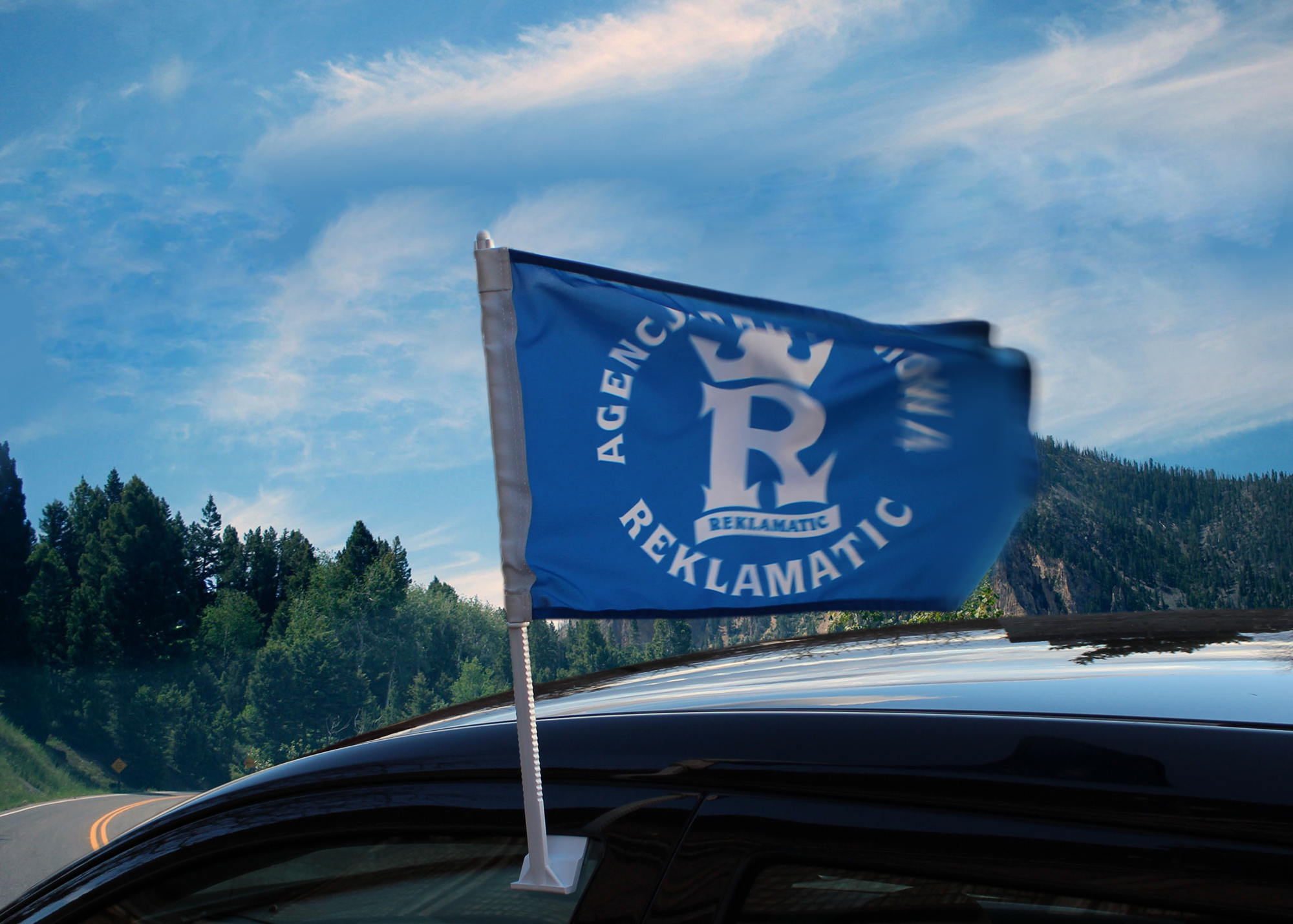 powiewająca flaga - serwis w drodze